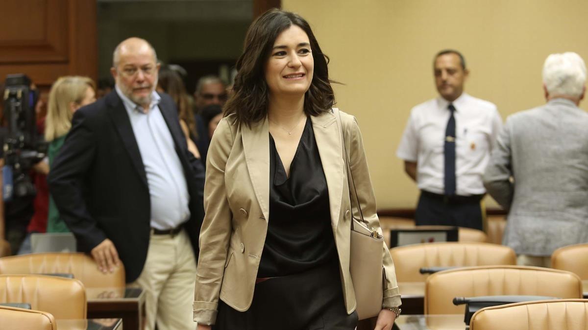 La ministra de Sanidad, Carmen Montón, en la comisión del ramo del Congreso de los Diputados.