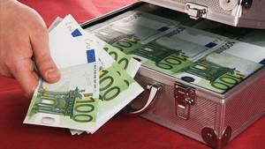 Un vecino de Elx devuelve un maletín con 6.500 euros