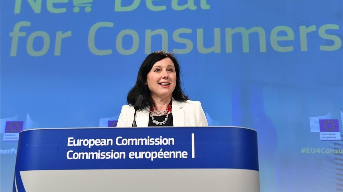 La comisaria europea de Justicia, Vera Jourová, en rueda de prensa este miércoles.