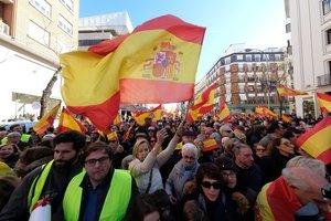Concentración contra la investidura de Pedro Sánchez en la calle Génova, este sábado.
