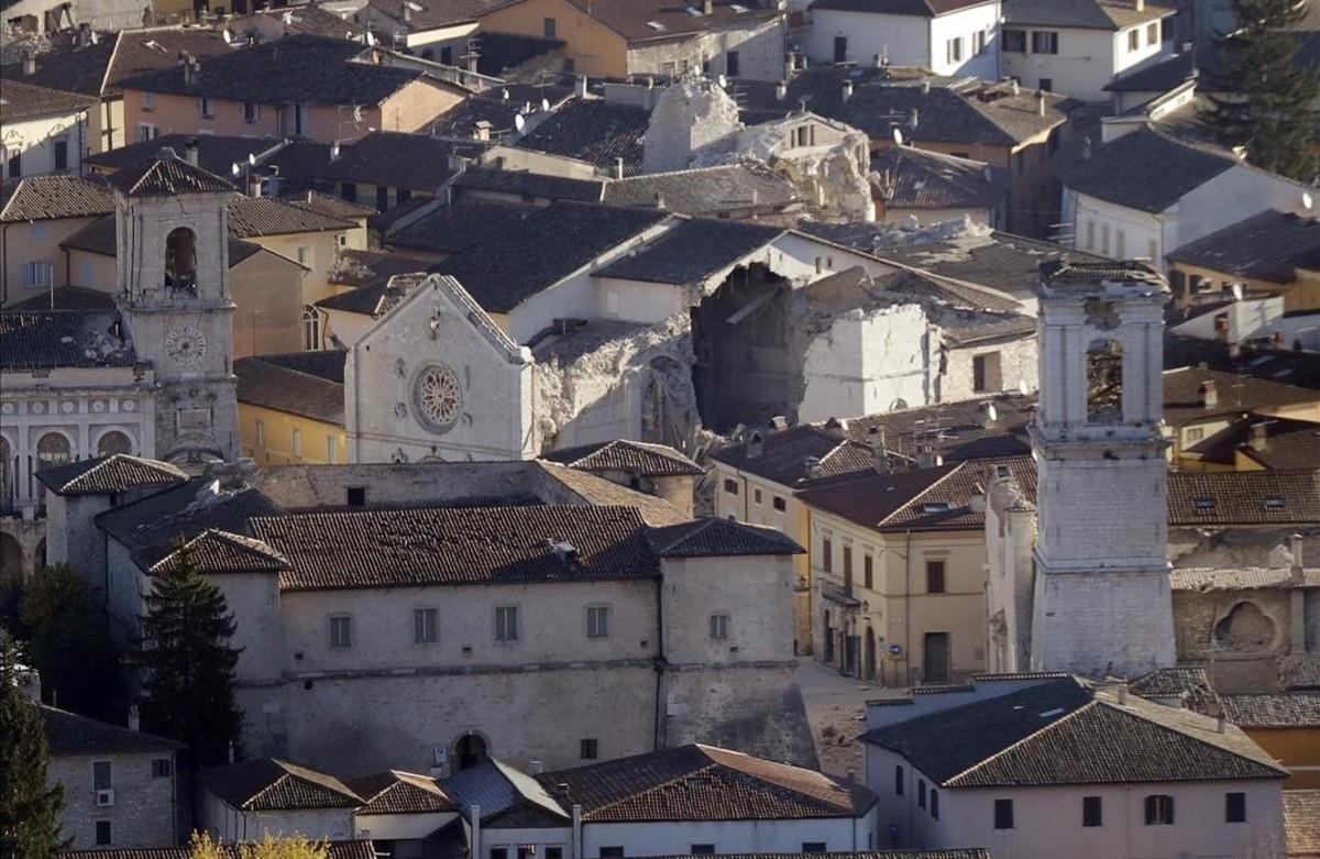 Destrozos en la catedral de la localidad italiana de Norcia como consecuencia de los terremotos.