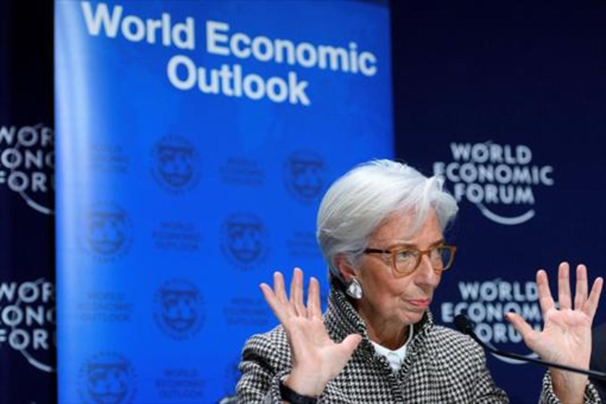 La directora gerente del Fondo Monetario Internacional, Christine Lagarde, expone sus opiniones en Davos (Suiza), ayer.