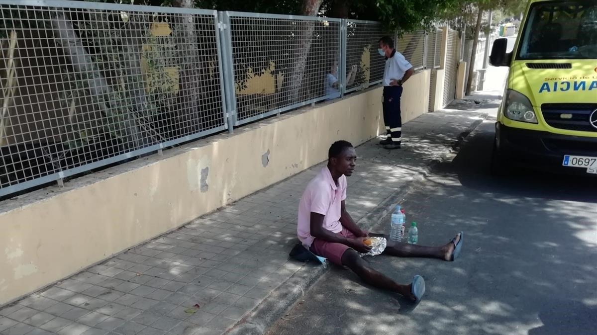 El joven senegalés Adama, enTunte, a donde ha llegado tras dos días caminando desde Las Palmas de Gran Canaria.