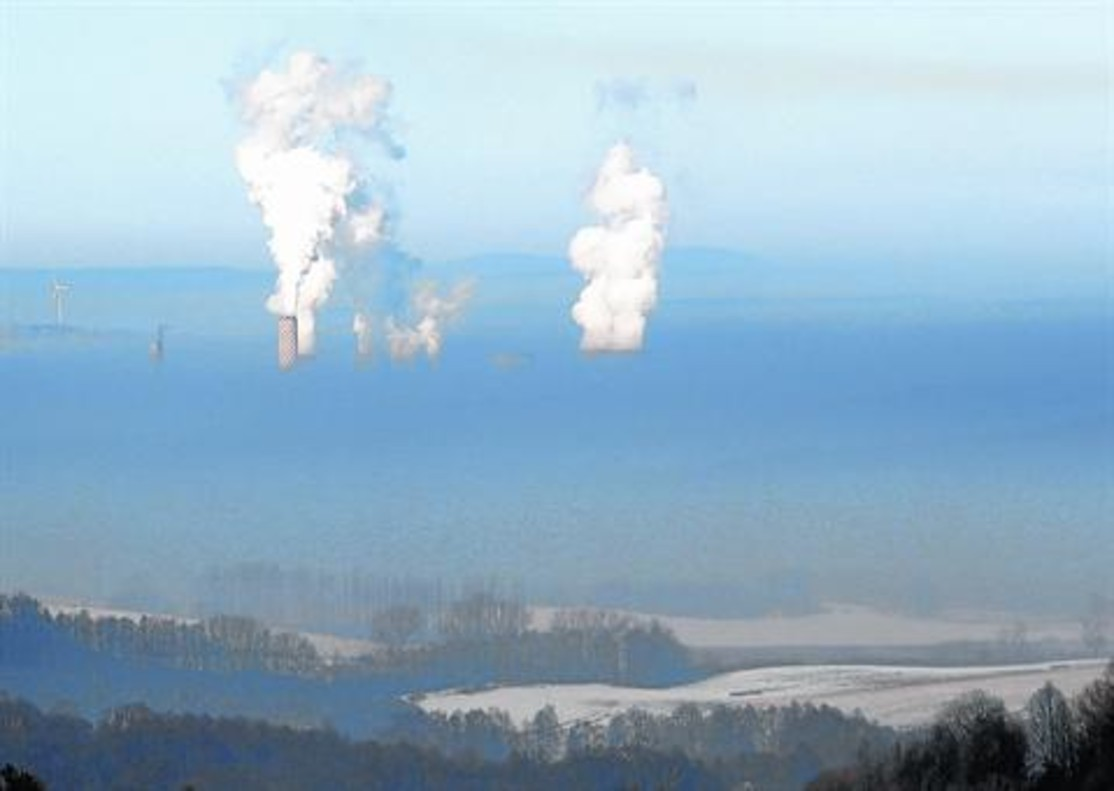 Emisión de gases de una fábrica de Bogatynia, en Polonia.