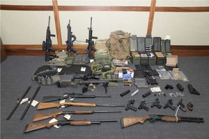 El arsenal de armas incautado aChristopher Paul Hasson y que iba a utilizar en un supuesto atentado. AP