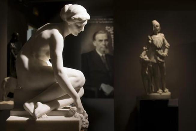 Una de las esculturas de Josep Llimona que se exponen en el Palau Gomis.