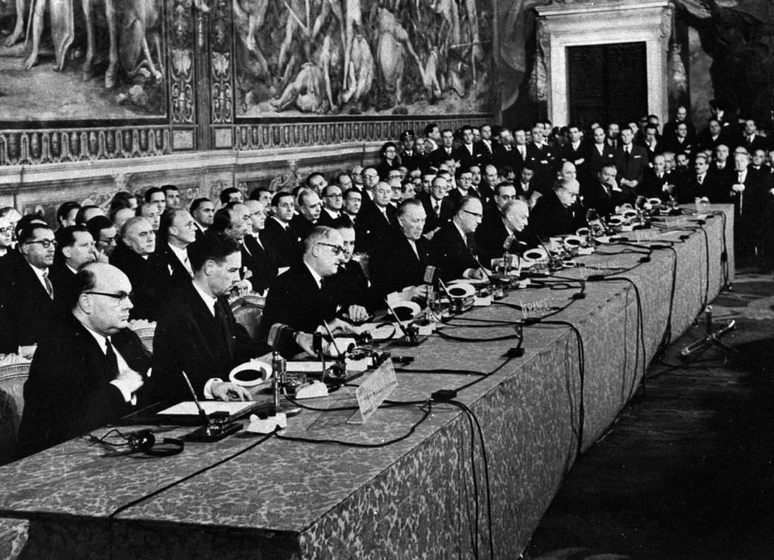 Firma del Tratado de Roma, el 25 de marzo de 1957, con el que se constituía la Comunidad Económica Europea, origen de la actual Unión Europea.