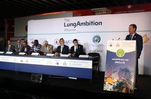 Conferencia de prensa del primer día del Congreso internacional del cáncer de pulmón que ha comenzado este sábado en la Fira Gran Via.