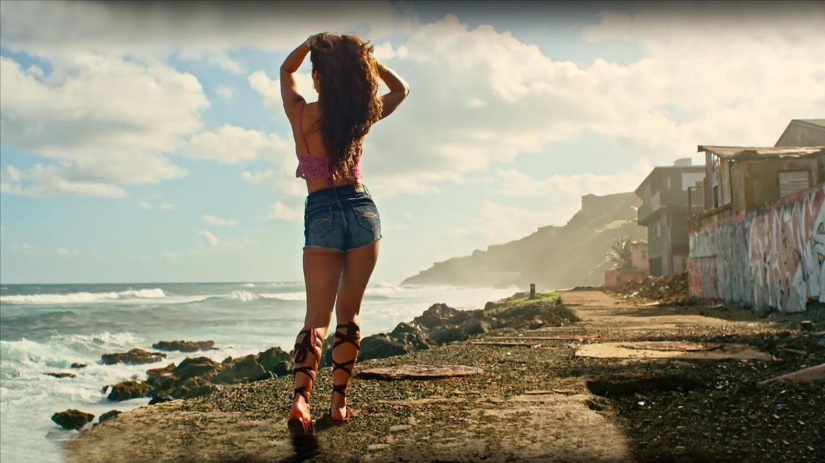 Imagen del videoclip de Despacito, canción vetada en el País Vasco por sexista.