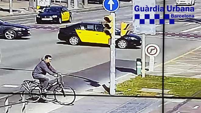 La Guardia Urbana difunde una nueva foto del ciclista que atropelló a un bebé y huyó en Barcelona.