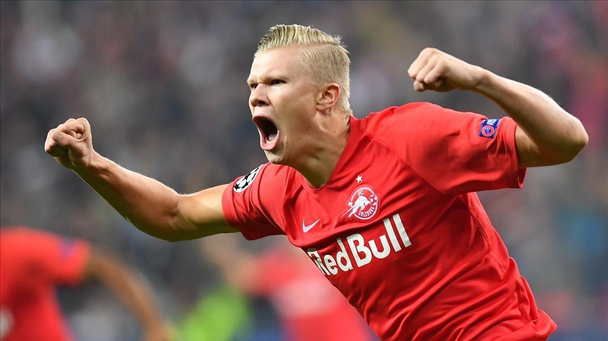 Haaland celebra un gol con con la camiseta del Salzburgo.