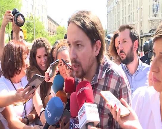 El secretario general de Podemos, Pablo Iglesias, ha asegurado que los pensionistas trajeron a España la democracia y que por tanto no se les puede tratar a empujones.
