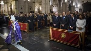 Imagen de la catedral de València al inicio del funeral de Rita Barberá, con el expresidente José María Aznar en primera fila.