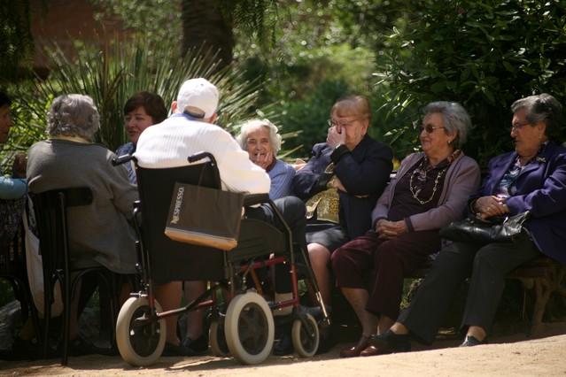 300.000 persones de més de 65 anys viuen soles a Catalunya
