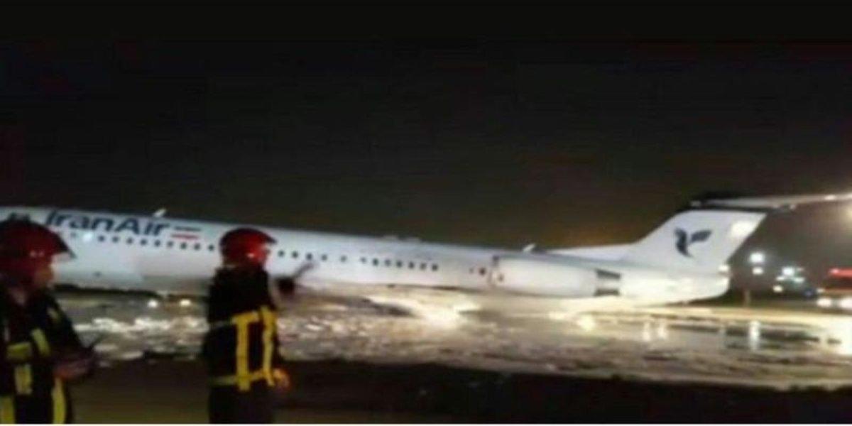 Un avión modelo Fokker 100 de Irán Air sufre accidente.