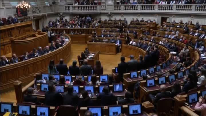 La izquierda tumba el Gobierno conservador de Passos Coelho en Portugal once días después.