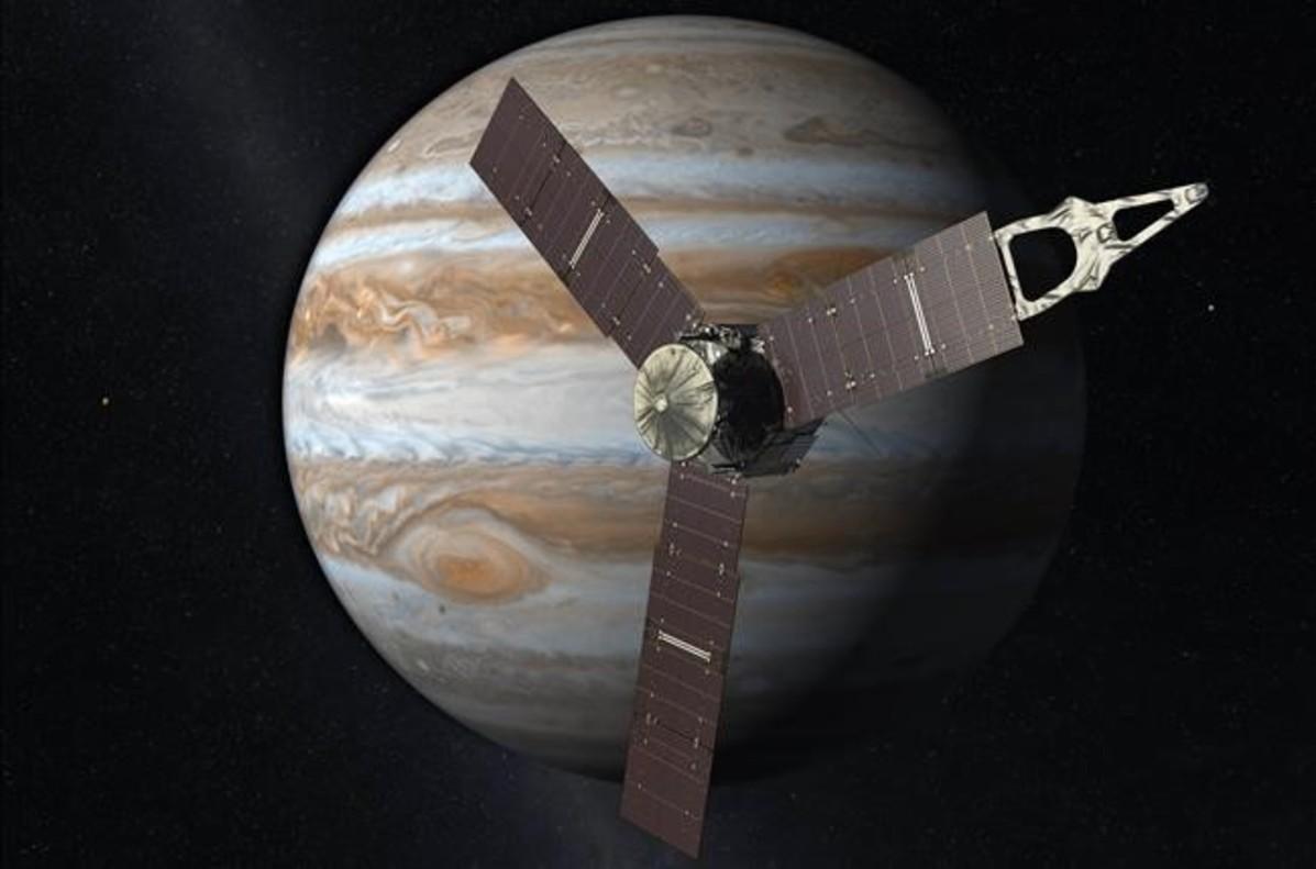 Simulación de la sonda Juno de la NASA en su maniobra de acercamiento a Júpiter.