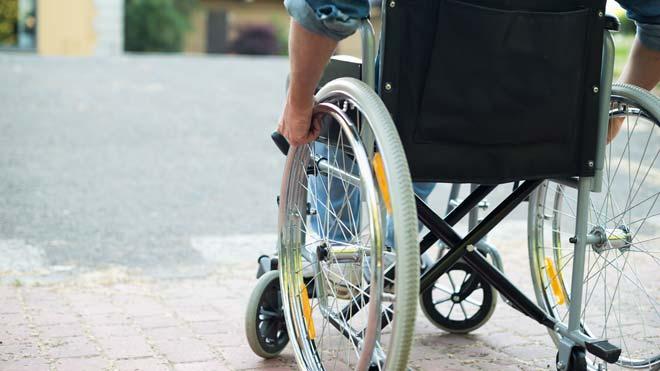 Las familias con hijos con discapacidad pueden salir a dar paseos duante el confinamiento.