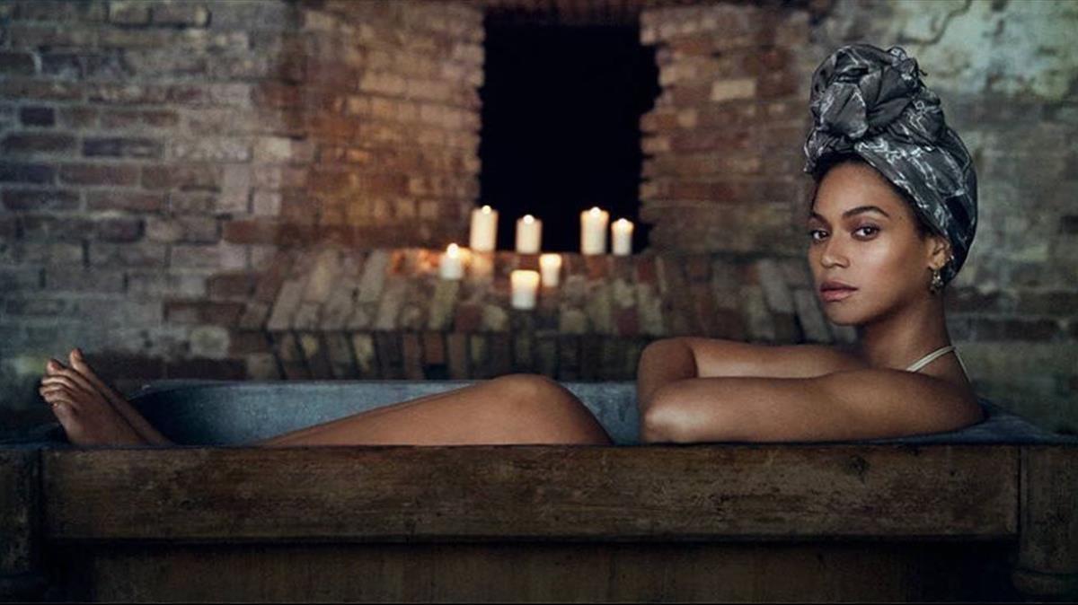 Beyoncé en una imagen de su libro disco Lemonade.