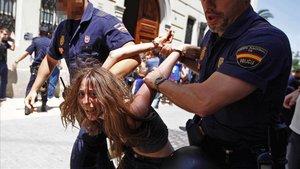 La madre de los niños de Godella, detenida en València durante unaprotestade los indignados en el 2011.