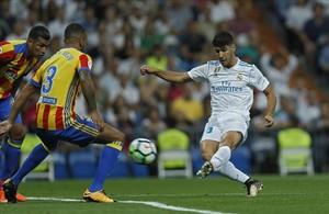 Marco Asensio marca el primer gol del Madrid.