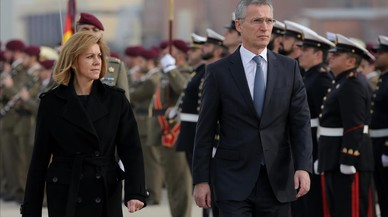 """Cospedal y el secretario general de la OTAN analizan la """"inaceptable"""" injerencia rusa en Catalunya"""