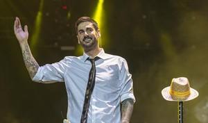Melendi saluda al público, durante el concierto que ofreció el pasado 16 de mayo en el Palau Sant Jordi.