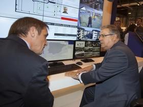 El ministro del Interior, Juan Ignacio Zoido (derecha).
