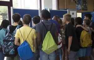 Alumnos del instituto Ernest Lluch de Barcelona en la vuelta al cole del pasado 2015.