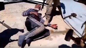 Un momento del vídeo en el que mercenarios de Wagner torturan a un ciudadano sirio.