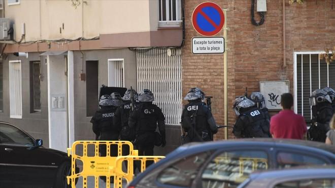 """Los Mossos tratan el ataque a la comisaría de Cornellà como un """"atentado terrorista"""""""