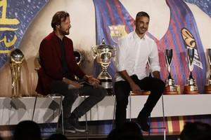 Navarro, en un momento del acto de homenaje, junto al presentador Edu Soto