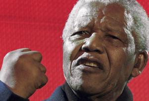 Nelson Mandela, durante un discurso en Londres, en abril del 2001.