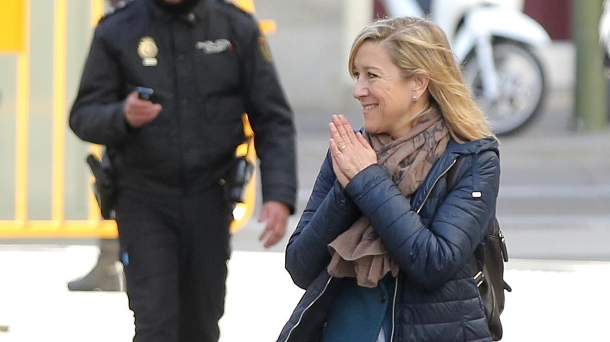 Neus Lloveras acude al Tribunal Supremo para declarar, el pasado mes de febrero.