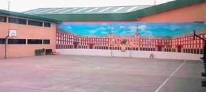 Patio de la prisión de Estremera (Madrid). Al fondo, el mural en cuya elaboración han trabajado los exconsellers Oriol Junqueras y Joaquim Forn.