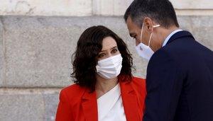 Pedro Sánchez y la presidenta madrileña, Isabel Díaz Ayuso.