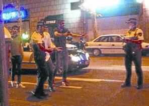 Piqué discuteix amb dos agents de la Guàrdia Urbana de Barcelona, el 13 doctubre.