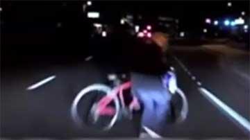 La policía de Tempe (Arizona, EEUU) ha difundido el vídeo del atropello mortal a una mujer por un coche autónomo.