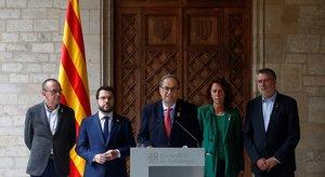 El presidente de la Generalitat, Quim Torra, junto a su vicepresidente, Pere Aragonés, y los alcaldes de Girona, Tarragonay Lleida, durante su comparecencia sin preguntas, este sábado.