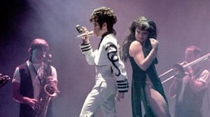 Prince y Mayte Garcia, que sería su futura esposa, en el Palau Sant Jordi de Barcelona, en el concierto de agosto de 1993.