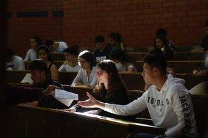 Pruebas de selectividad en la facultad de Biologia, en Barcelona.