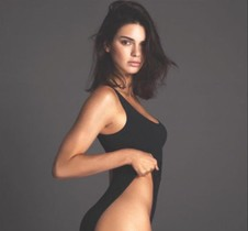Kendall Jenner luce el by-kini en su cuenta de Instagram.