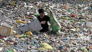 Río repleto de plásticos en Cebu, Filipinas, antes de desembocar en el mar.