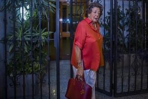 Una foto reciente de Rita Barberá saliendode su domicilio en València.