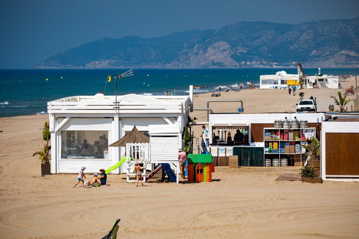 La metròpoli de Barcelona inicia la temporada de platja abordant el fenomen de la regressió