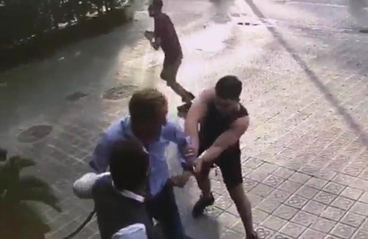 Robo violento de un reloj en Barcelona.