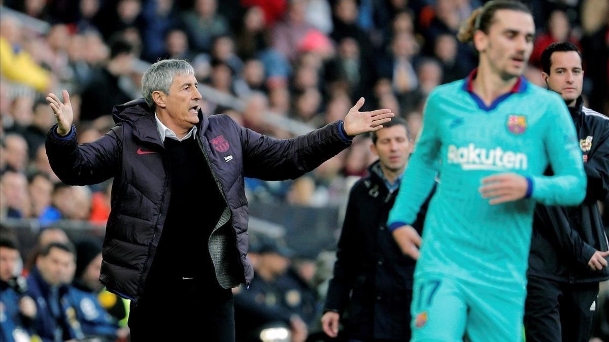 Setién se queja de una acción en Mestalla durante el Valencia-Barça.