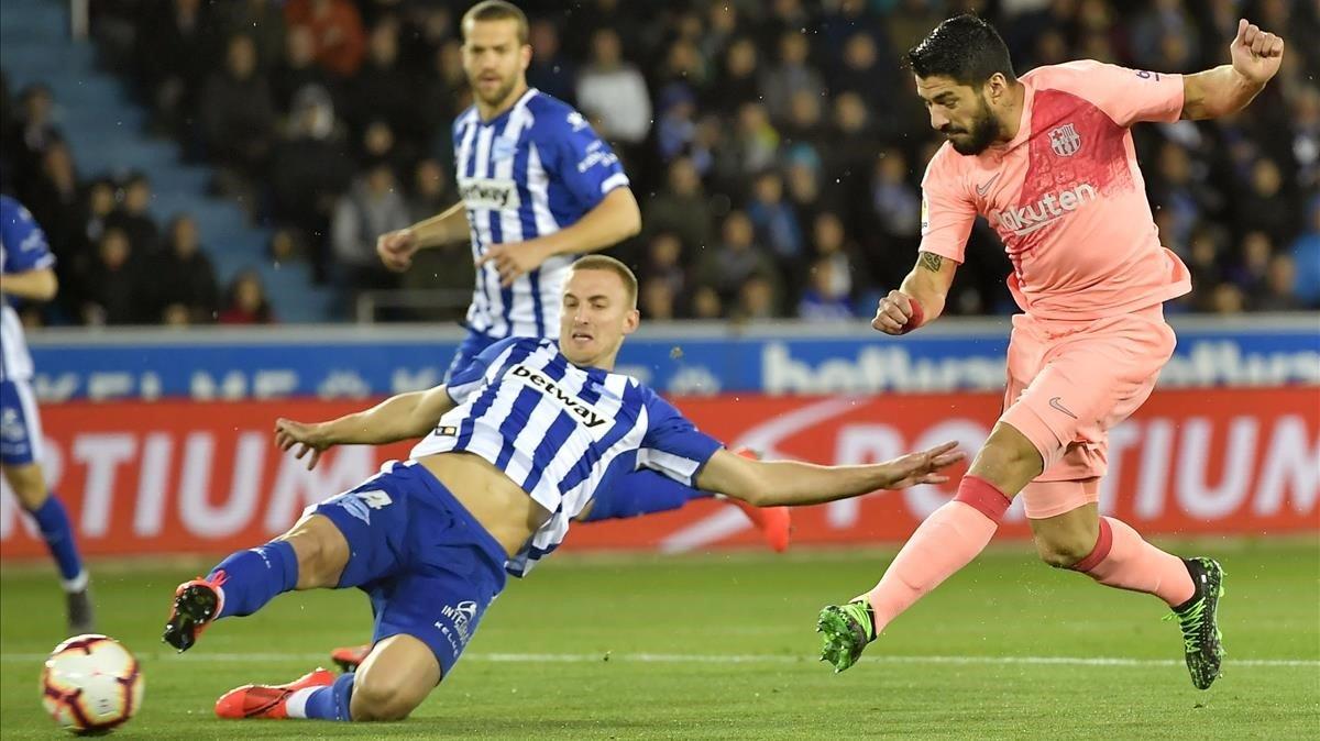 Suárez dispara infructuosamente en campo del Alavés.