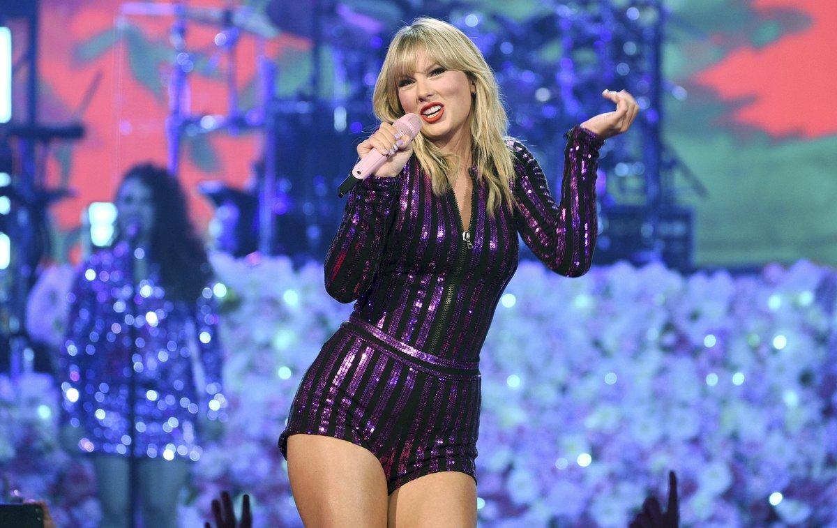 Taylor Swift durante su concierto en el Prime Day de Amazon.