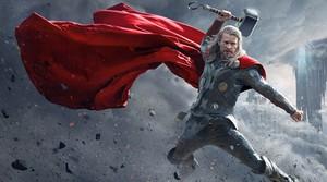 Chris Hemsworth protagoniza la película 'Thor: el mundo oscuro'.